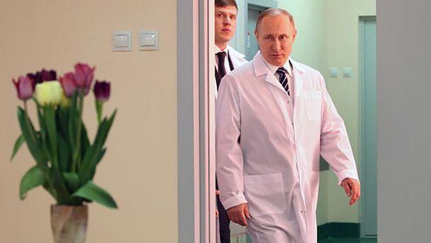 Володимир Путін настільки є могутнім, що йому на Росії навіть дарують квіти