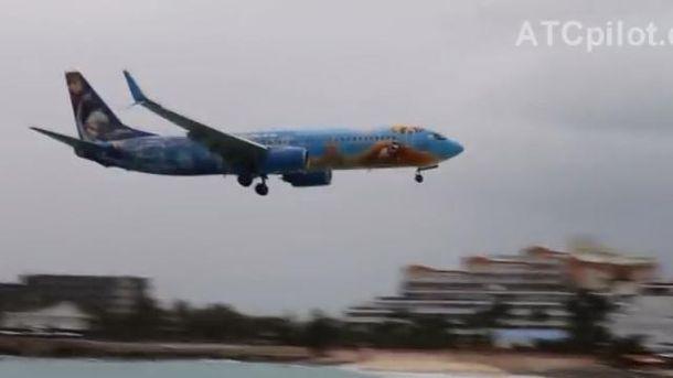 Boeing 737 приземлився з другої спроби