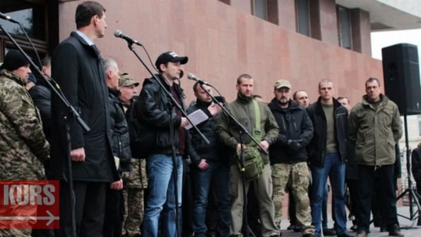 Ивано-Франковский облсовет поддержал блокаду, требуют уволить Авакова