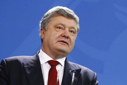 Петр Порошенко одобрил сегодня блокаду Донбасса, однако критикует ее