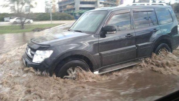 Затопленная улица в Киеве