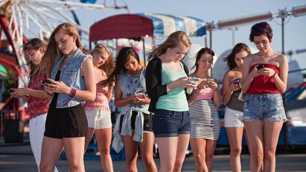 Підлітки і мобільні пристрої