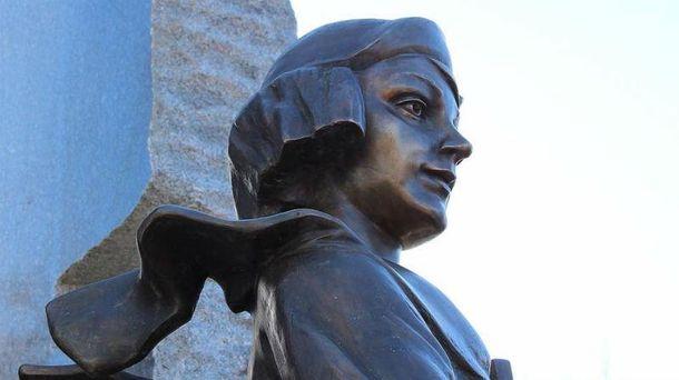 Памятник Елене Телиге