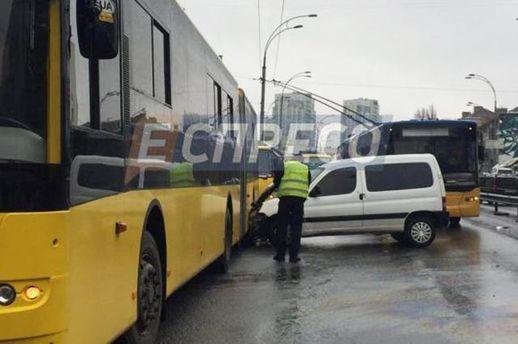 В Киеве нетрезвый водитель совершил ДТП