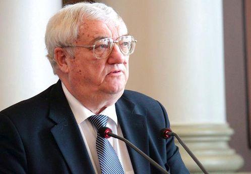 Юрій Щербак наголошує, що Україні треба обережно поводитися з Росією