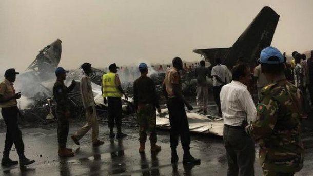Пассажирский самолет разбился в аэропорту города Вау