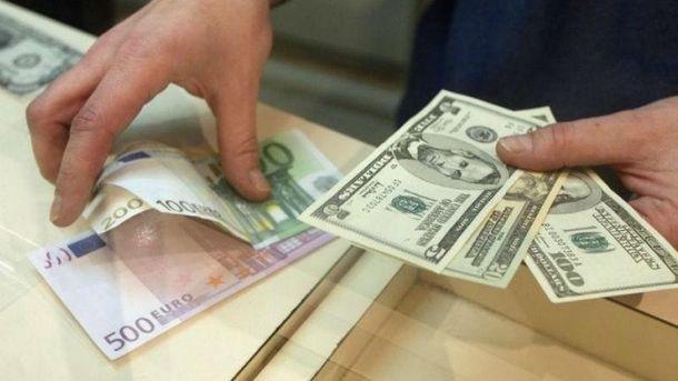 Евро незначительно подорожало