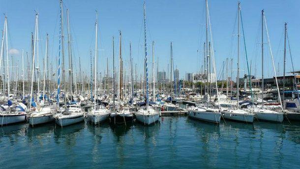 У порту Барселони зіштовхнулись  судно  з  траулером