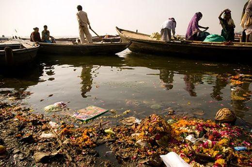 В Індії намагаються рятувати річки від забруднення