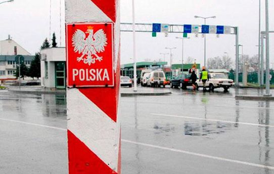 Біженцями в Польщі стали майже півмільйона українців