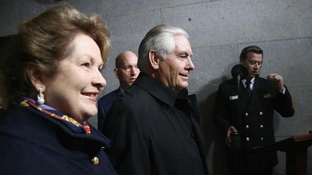 Должностью главы Госдепа США Тиллерсон обязан жене