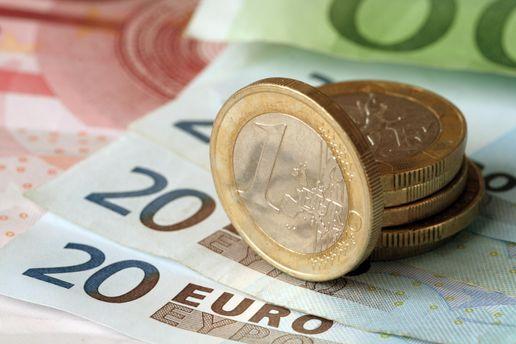 Евро подорожал на 9 копеек
