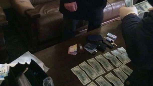 Луцкого полицейского поймали на взятке