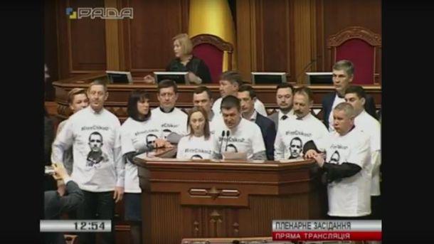 Депутаты требуют от Порошенко помочь освободить украинца