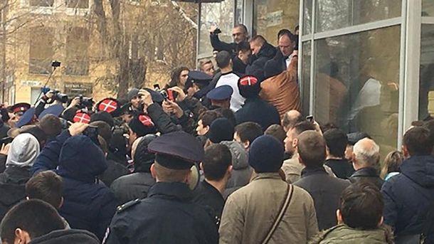 Столкновения между сторонниками и противниками Алексея Навального