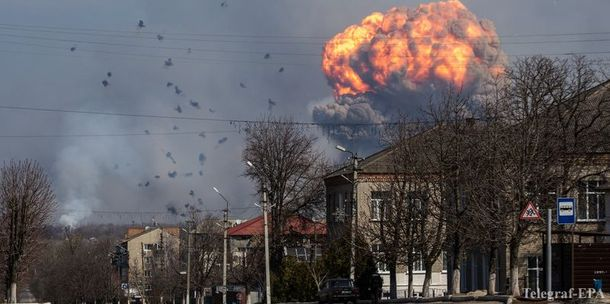 Взрывы наблюдаются с разной интенсивностью – примерно 1 взрыв на 5 минут