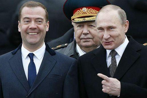 Медведева назначили жертвой?