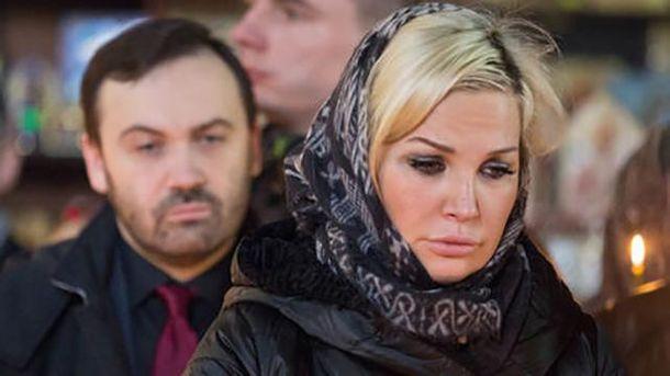 Илья Пономарев и Мария Максакова на похоронах Дениса Вороненкова