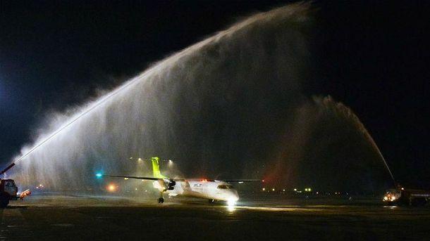 Прибытие самолете в аэропорт Одессы
