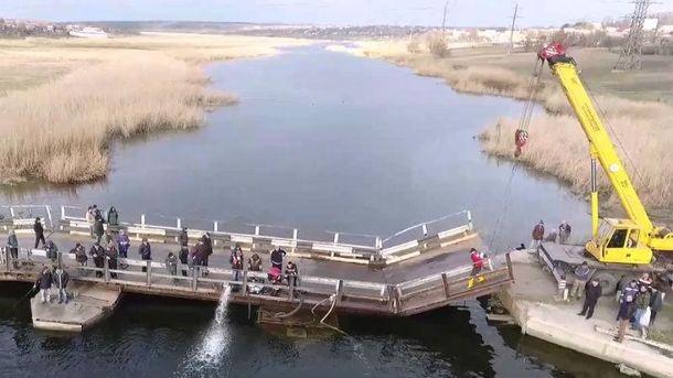 Потонула частина мосту