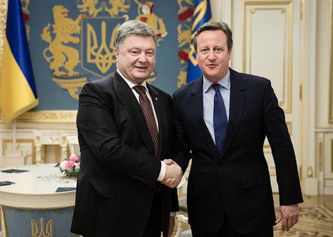 Порошенко обсудил с Кэмероном сохранение санкций против России
