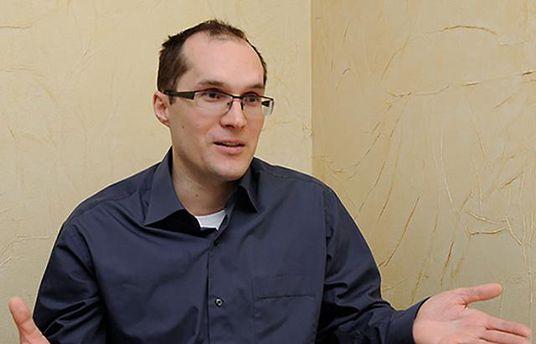 Бутусов іронічно покритикував ініціативу Порошенка з військовими судами