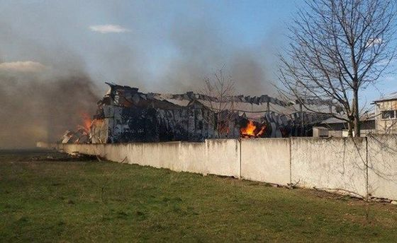 В Калуші горять меблеві склади