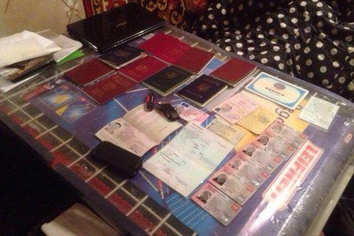 Злочинна група, окрім паспортів, підробляла низку інших документів
