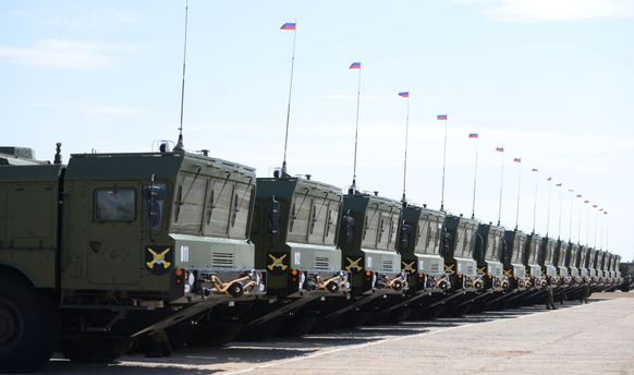 Росія брязкає зброєю