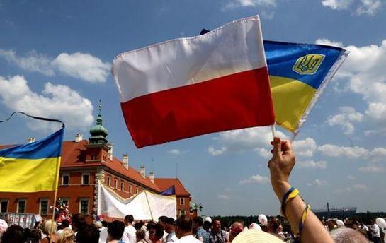 Польша усилит охрану своих консульств в Украине