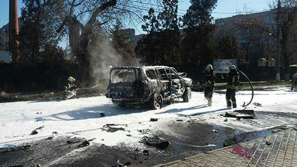 В Мариуполе взорвали авто с правоохранителем