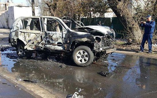 Правоохоронці з'ясовують, яку саме вибухівку встановили а авто