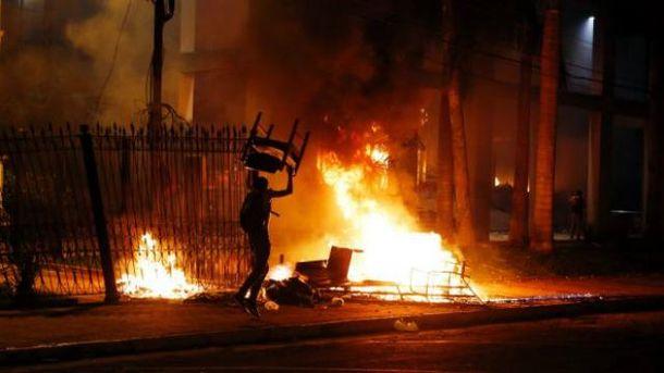 В Парагвае подожгли здание парламента