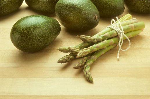 Авокадо і спаржа