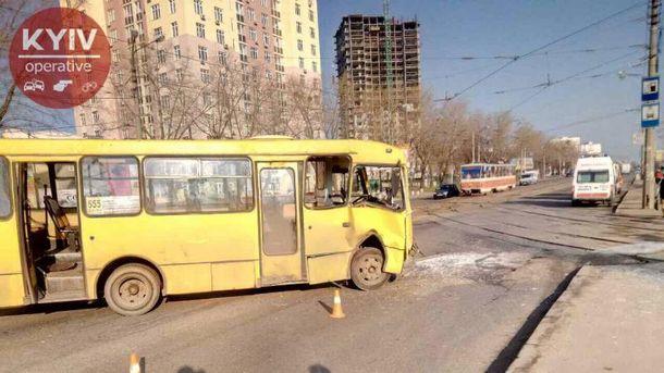 Трамвай и маршрутка не разминулись в Киеве
