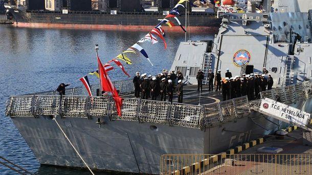 Турецькі військові на одному з кораблів