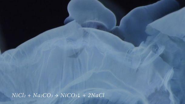 Химическая реакция под микроскопом