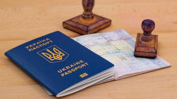 Українці вже зачекались обіцяного безвізу