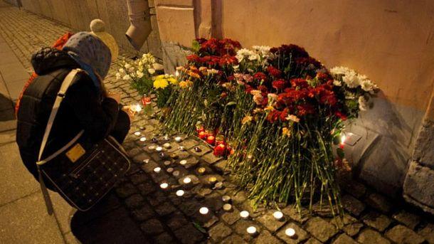 У Петербурзі вшановують загиблих внаслідок вибуху в метро