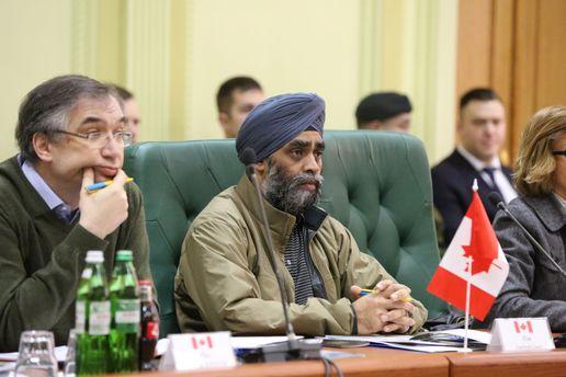 Канада будет поставлять Украине оборонительное оружие