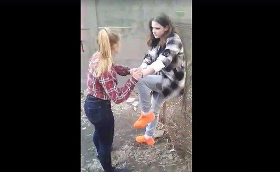 15-летние девушки избили свою сверстницу