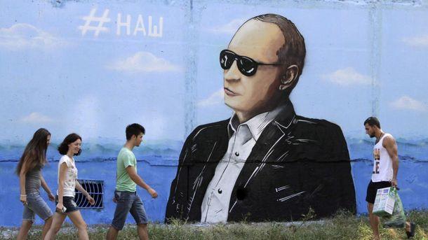 Путін у Криму окупує все