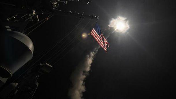 США нанесли удар по авіабазі в Сирії