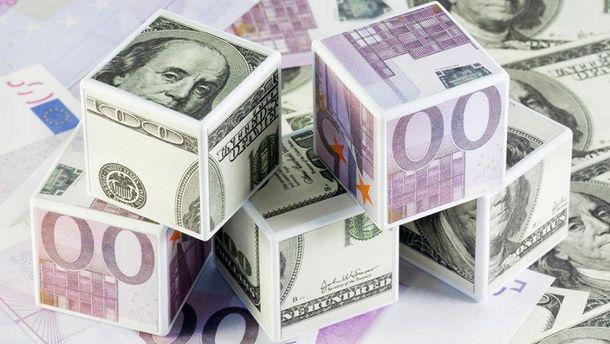 Гривня розвалює позиції євро та долара