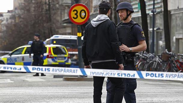 Работа сотрудников полиции на месте трагедии