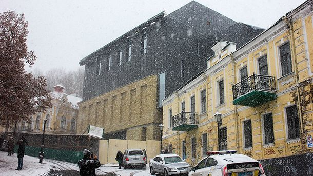Театру на Подолі змінять фасад