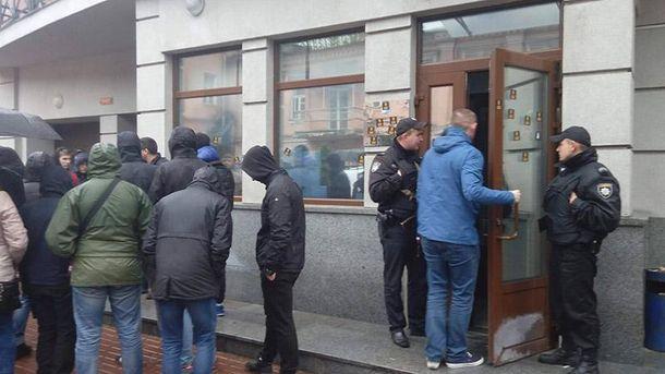 Активісти заблокували російське представництво в Києві