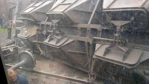 Під Маріуполем потяг зійшов з рейок
