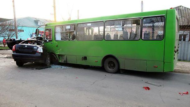 Аварія за участю легкова та маршрутки сталася на вулиці Соборній