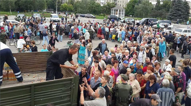 Черга за продуктами на Донбасі